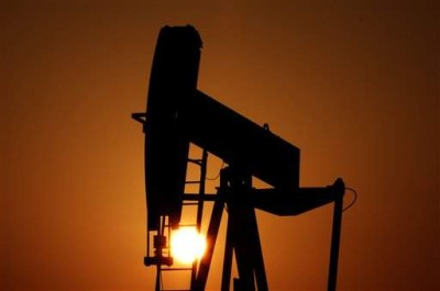 Oil and Autocratic Regime Survival